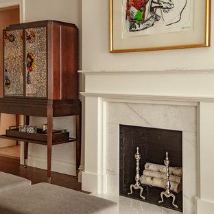 ニューヨークの中くらいのトラディショナルスタイルのおしゃれな独立型リビング (フォーマル、ベージュの壁、濃色無垢フローリング、標準型暖炉、石材の暖炉まわり、テレビなし、茶色い床) の写真