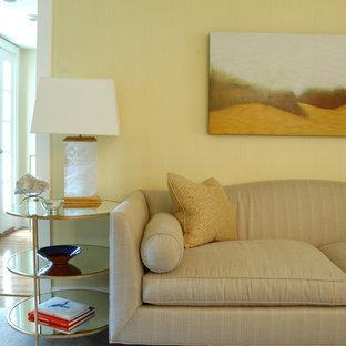 ボストンの大きいトラディショナルスタイルのおしゃれな独立型リビング (黄色い壁、無垢フローリング、茶色い床、フォーマル) の写真