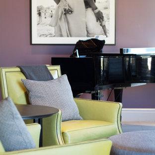 Idee per un soggiorno contemporaneo aperto con pareti viola, sala della musica e nessuna TV