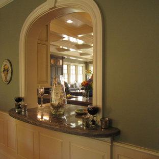 Idee per un ampio soggiorno chic aperto con pareti verdi, sala formale, pavimento in marmo, nessun camino e nessuna TV