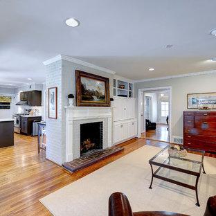 アトランタの中サイズのトラディショナルスタイルのおしゃれなLDK (標準型暖炉、フォーマル、マルチカラーの壁、無垢フローリング、レンガの暖炉まわり、テレビなし、茶色い床) の写真