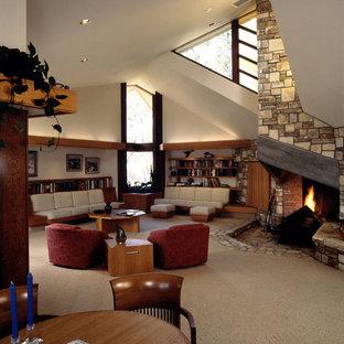 サンフランシスコの広いトラディショナルスタイルのおしゃれなLDK (フォーマル、白い壁、カーペット敷き、標準型暖炉、石材の暖炉まわり、テレビなし) の写真