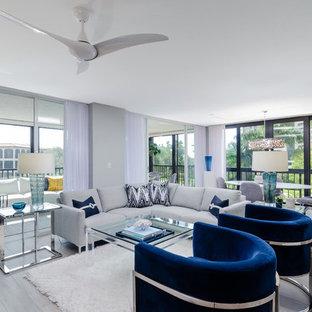 Esempio di un grande soggiorno contemporaneo aperto con pareti grigie, pavimento grigio, pavimento con piastrelle in ceramica e nessuna TV