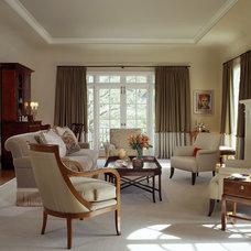 Traditional Living Room by EJ Interior Design, Eugenia Jesberg