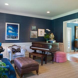 Foto de salón con rincón musical cerrado, clásico, pequeño, sin chimenea y televisor, con paredes azules y suelo de madera en tonos medios
