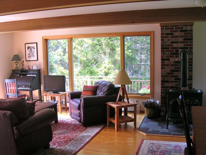 Traditional Living Room Penobscot Bay Cottage