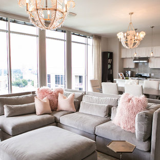 Ispirazione per un soggiorno classico di medie dimensioni e aperto con pareti grigie, parquet scuro, sala formale, nessun camino, nessuna TV e pavimento marrone