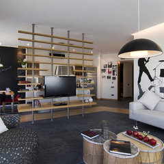 modern living room by Neslihan Pekcan/Pebbledesign