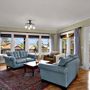 Esempio di un ampio soggiorno stile americano con pareti verdi