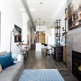 Idee per un soggiorno industriale aperto con sala formale, pareti bianche, parquet scuro e camino classico