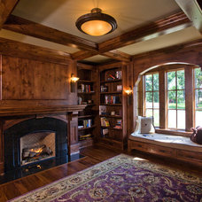 Traditional Living Room by Thomas Bren Homes, Inc.