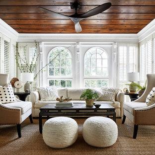 Idee per un soggiorno tradizionale chiuso con sala formale, pareti bianche, moquette, nessun camino, nessuna TV e pavimento marrone