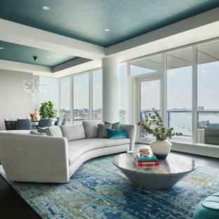 ボストンのコンテンポラリースタイルのおしゃれなLDK (濃色無垢フローリング、茶色い床、折り上げ天井、壁紙、グレーの壁) の写真
