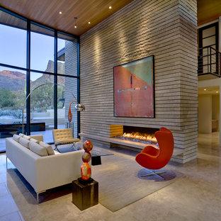 Immagine di un grande soggiorno contemporaneo aperto con camino lineare Ribbon