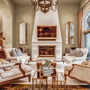 Idee per un grande soggiorno tradizionale con sala formale, pareti beige, camino classico e parete attrezzata