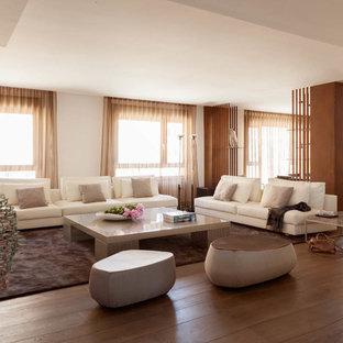 Imagen de salón para visitas abierto, nórdico, grande, sin chimenea y televisor, con paredes blancas y suelo de madera oscura