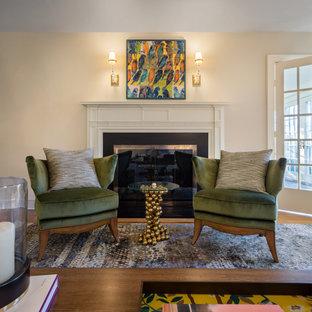 Mittelgroßes, Fernseherloses, Abgetrenntes Modernes Musikzimmer mit weißer Wandfarbe, braunem Holzboden, Kamin, Kaminumrandung aus Stein und türkisem Boden in New York