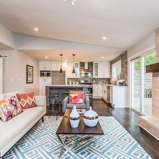 Aménagement d'un très grand salon contemporain avec un mur beige, une cheminée standard, un manteau de cheminée en béton et un sol marron.