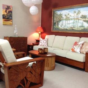 Modelo de salón para visitas abierto, exótico, pequeño, sin chimenea y televisor, con paredes rojas, moqueta y suelo beige