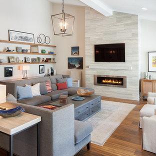 グランドラピッズの大きいコンテンポラリースタイルのおしゃれなLDK (フォーマル、無垢フローリング、横長型暖炉、金属の暖炉まわり、壁掛け型テレビ、ベージュの壁) の写真