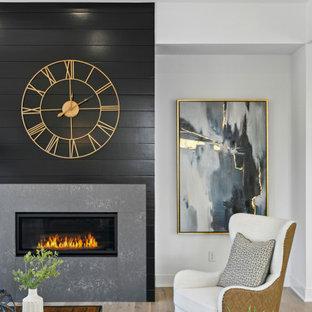 Cette image montre un salon traditionnel de taille moyenne et ouvert avec une salle de réception, un mur blanc, un sol en bois clair, une cheminée ribbon, un manteau de cheminée en lambris de bois, un téléviseur fixé au mur et un sol marron.