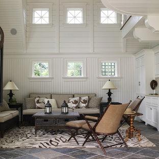 Inspiration för ett stort vintage allrum med öppen planlösning, med vita väggar, en hemmabar och skiffergolv