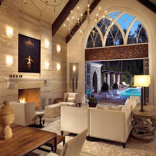 Стильный дизайн: открытая гостиная комната в стиле современная классика с стандартным камином - последний тренд