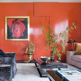 サンフランシスコのコンテンポラリースタイルのおしゃれなリビング (オレンジの壁、濃色無垢フローリング) の写真