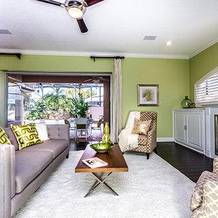オーランドの中サイズのトラディショナルスタイルのおしゃれなLDK (フォーマル、緑の壁、濃色無垢フローリング、標準型暖炉、木材の暖炉まわり、テレビなし、白い床) の写真