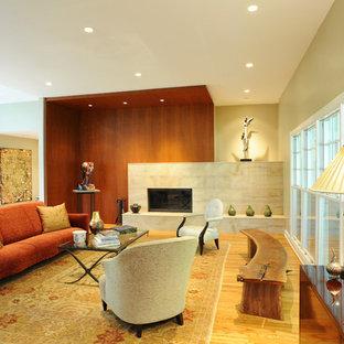 フィラデルフィアの中くらいのトランジショナルスタイルのおしゃれな独立型リビング (フォーマル、ベージュの壁、淡色無垢フローリング、標準型暖炉、石材の暖炉まわり、テレビなし、茶色い床) の写真