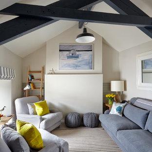 Idee per un soggiorno stile marino con sala formale e pareti bianche