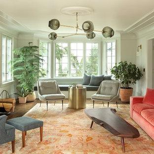 Idéer för att renovera ett mellanstort vintage separat vardagsrum, med mörkt trägolv, en standard öppen spis, ett finrum, vita väggar, en spiselkrans i trä och brunt golv