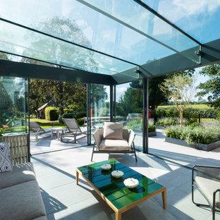Esempio di un soggiorno minimal aperto con pavimento in terracotta e pavimento bianco