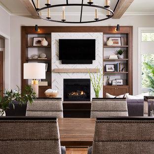 ミネアポリスの広いトランジショナルスタイルのおしゃれなLDK (ベージュの壁、無垢フローリング、標準型暖炉、タイルの暖炉まわり、壁掛け型テレビ、茶色い床) の写真