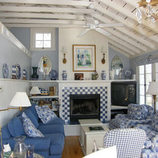 Traditional Living Room by Presley Architecture