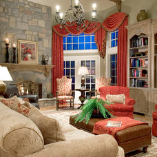 Traditional Living Room by Lori Levine Interiors, Inc.