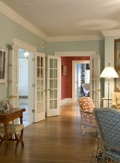 Traditional Living Room by Dennison and Dampier Interior Design
