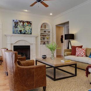 ローリーの中サイズのトラディショナルスタイルのおしゃれな独立型リビング (フォーマル、白い壁、ライムストーンの床、標準型暖炉、タイルの暖炉まわり、テレビなし、白い床) の写真