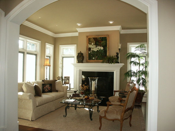 Traditional Living Room by Thomas Fend, Licensed Architect