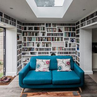 Idee per un soggiorno design di medie dimensioni con pareti bianche, pavimento con piastrelle in ceramica e TV a parete