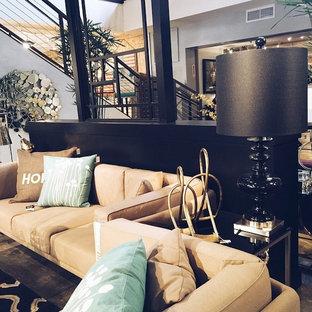 Esempio di un grande soggiorno shabby-chic style stile loft con sala formale, pareti nere e pavimento in cemento