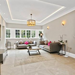 バッキンガムシャーの大きいトランジショナルスタイルのおしゃれなLDK (フォーマル、グレーの壁、セラミックタイルの床、薪ストーブ、石材の暖炉まわり、壁掛け型テレビ、ベージュの床) の写真