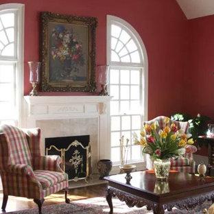 Foto di un soggiorno classico di medie dimensioni e chiuso con sala formale, pareti viola, parquet chiaro, camino classico, cornice del camino in pietra, nessuna TV e pavimento beige