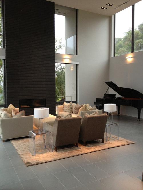 Soggiorno moderno con pavimento con piastrelle in ceramica - Foto soggiorno moderno ...