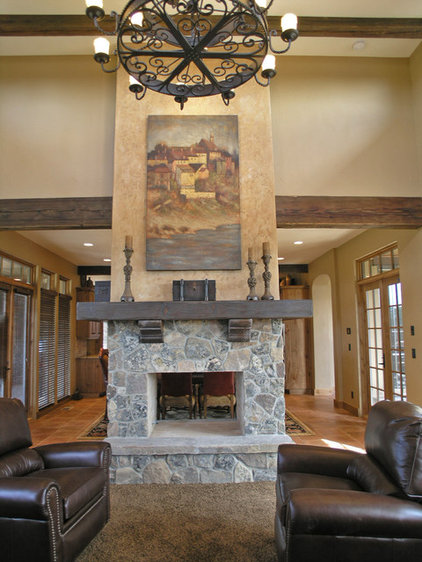 Traditional Living Room by Ronda Divers Interiors, Inc.