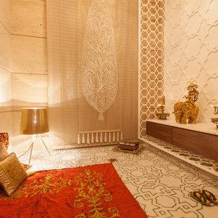 Modernes Wohnzimmer in Delhi
