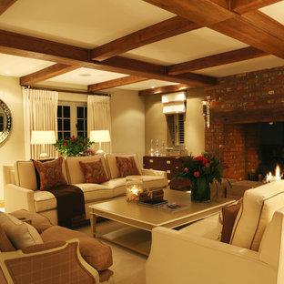 Esempio di un grande soggiorno design chiuso con sala formale, pareti beige, moquette, camino classico, cornice del camino in mattoni e nessuna TV