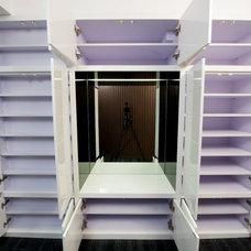 Modern Living Room by POCA DESIGN