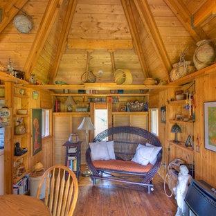 На фото: маленькие открытые гостиные комнаты в стиле фьюжн