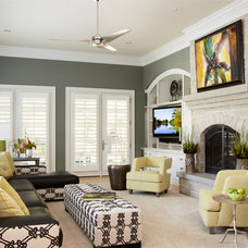 Traditional Living Room by R.E.A. Homes, LLC